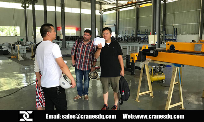Thailand customer visit:Crane painting workshop - Dongqi overhead crane factory