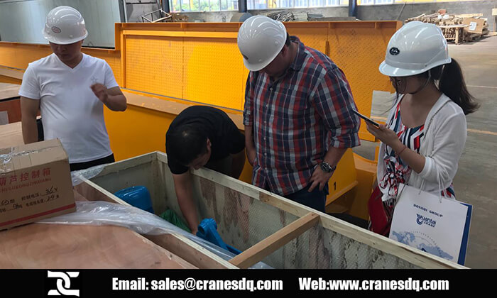 Thailand customer visit:Tailand customer in Dongqi overhead crane workshop with our crane eingeers