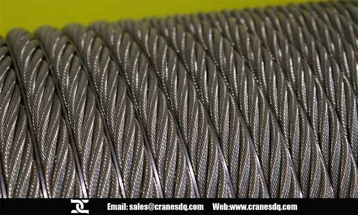 Hositng wire rope in drum grooves