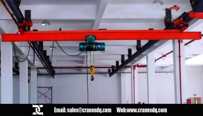 Roof mounted crane